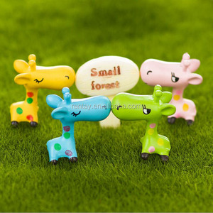Custom Design 28*25mm Cute Giraffe 3D PVC Decoration Cartoon Animal Resin Characters Wholesale