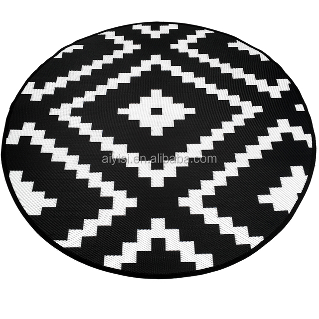 Black And White 7x7 Round Reversible Polypropylene Outdoor Rug