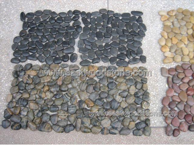 Strisce nere e ghiaia mattonelle di mosaico ciottoli e ghiaia id ...