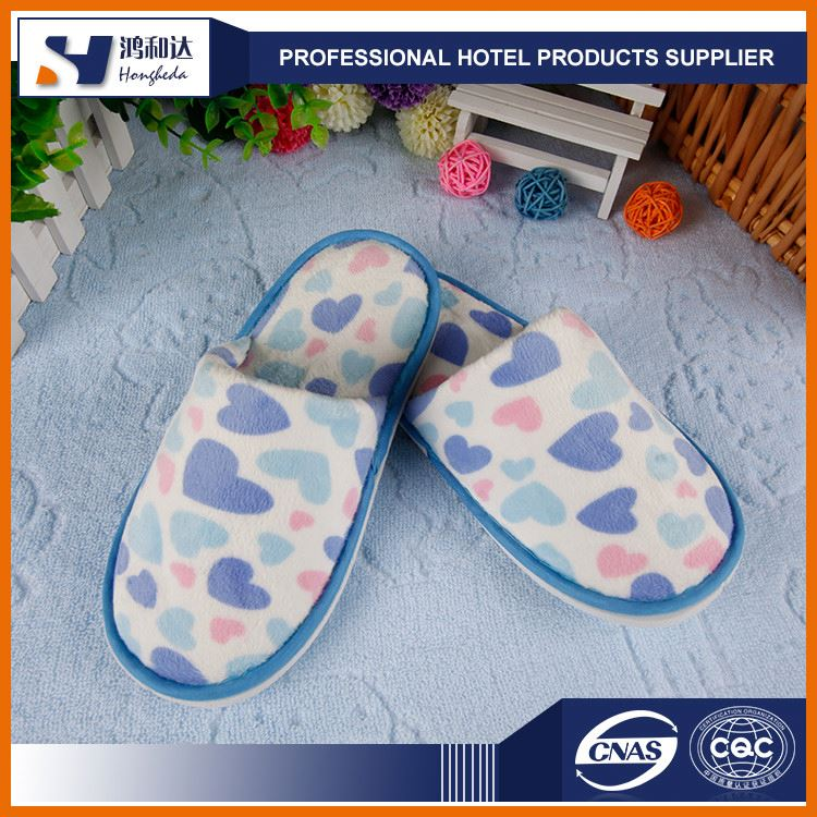 2017 promotional OEM anti-slip dots sole soft bedroom slippers