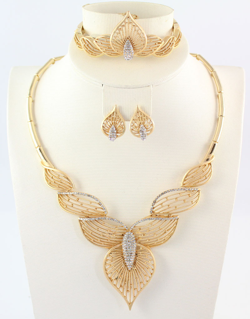 72dabd0ac844b New Charms Dubai 18K Gold Plated Crystal Fashion Wedding Bridal Accessories  Costume Necklace Set African Costume Jewelry Sets
