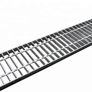 hot sale industrial road drainage treads anti-skid rain water drainage trench steel grating