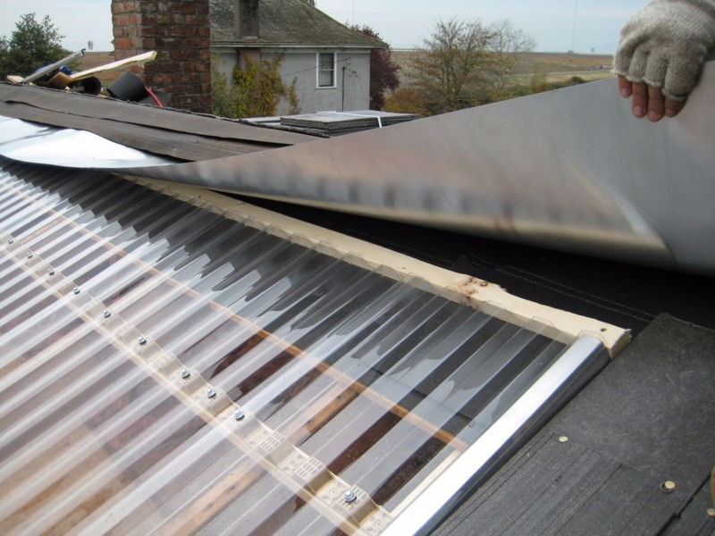 800px-solar_heating_greenhouse_south_roof_4