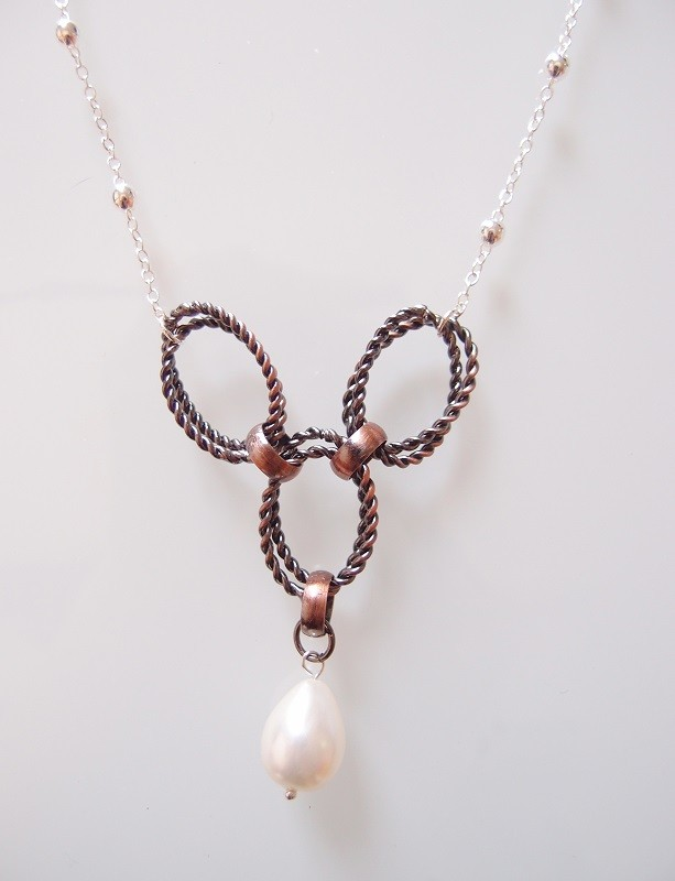Fashion Circle Hoop Necklace with Water Drop Pearl Pendant