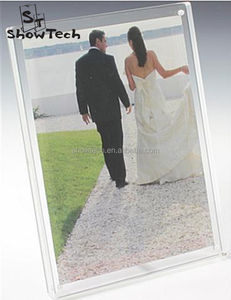 Client size 5x7 clear acrylic magnet picture photo frame in landscape with screw