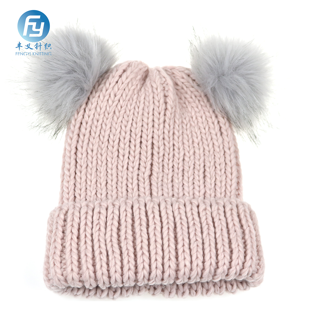 2017 chuncky and fashion design knitted hat with big nice color pompom