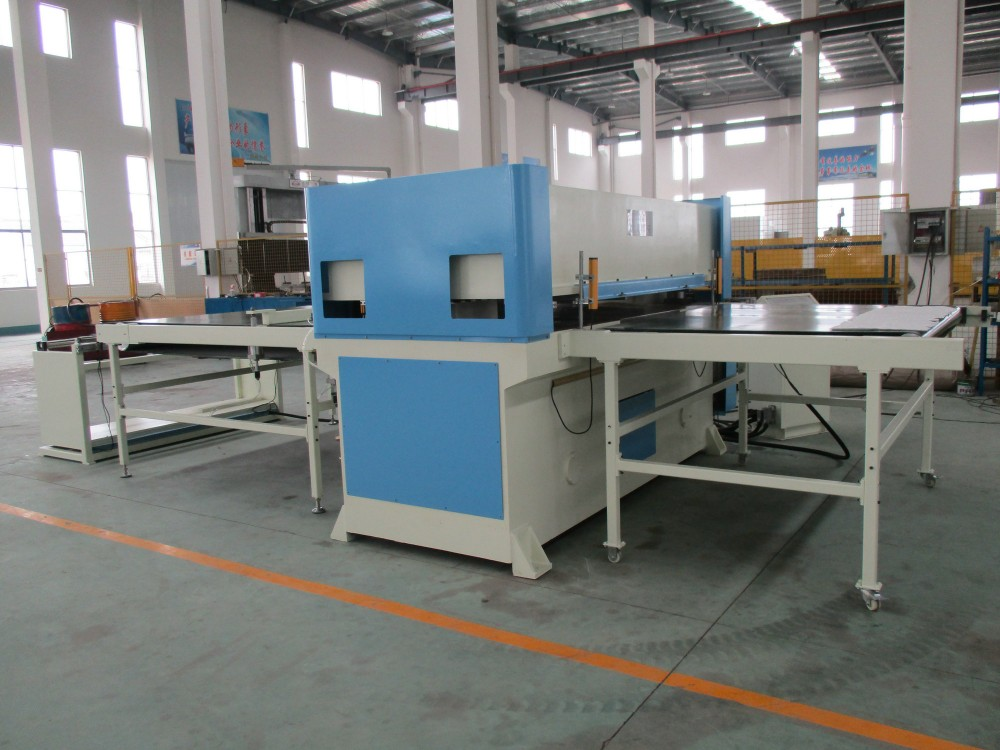 Conveyor belt feeding continous cutting PLC mold cutting machine