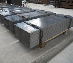 Steel plate with zinc plated pattern structure