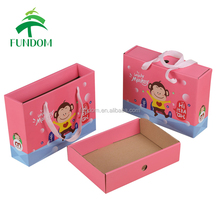 2017 new design luxury pink new born baby shower lidded gift packaging box with ribbon handle