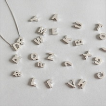 925 Simple en Argent Sterling Style 26 Alphabet Anglais Symbole Signe Collier Pendentif <span class=keywords><strong>Charmes</strong></span>