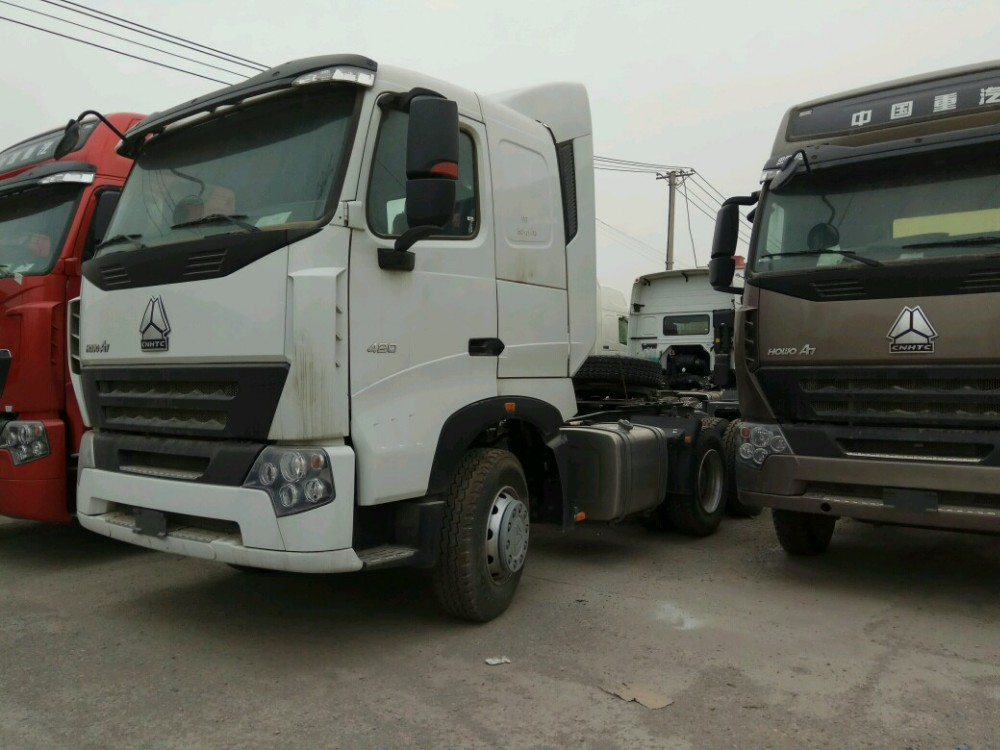HW76 Cab Howo Sinotruk 6x4 Tractor Truck , 371HP Diesel