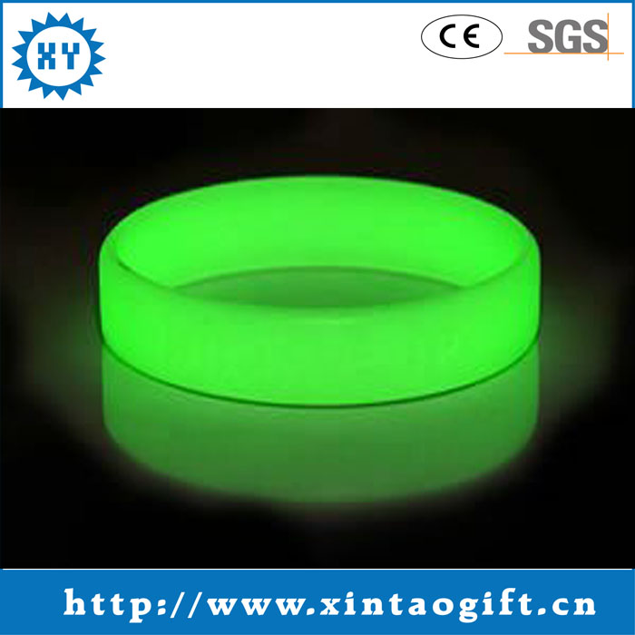 Silicone wristband Luminous tùy giá rẻ glowing silicone vòng đeo tay