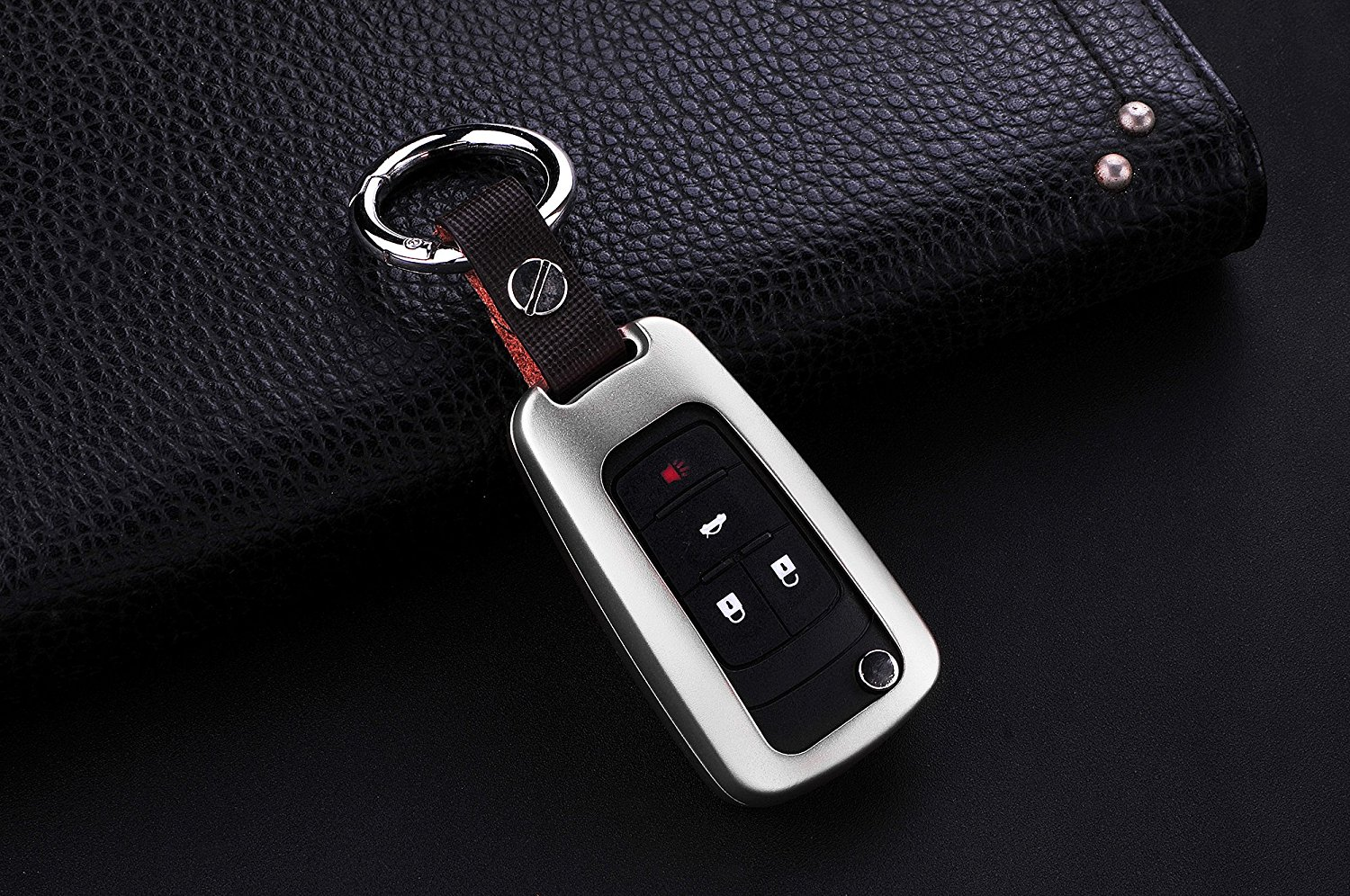 M.JVisun Car Remote Keyless Entry Key Case Cover Fob Skin for Buick Encore Excelle GL8 Regal Excelle XT GT 2 / 3 / 4 / 5 Buttons , Premium Aircraft Aluminum + Genuine Leather With Key Chain - Silver