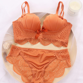 The young girl's sexy cute bra and women push-up lace decoration underwear panties set