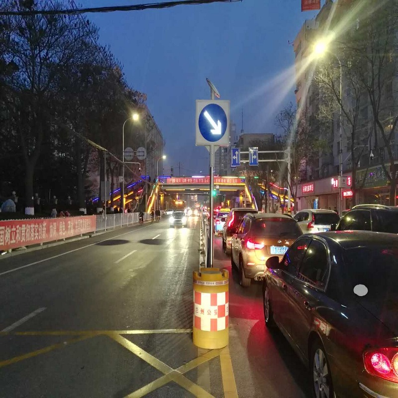 LED solar on the right road safety signs