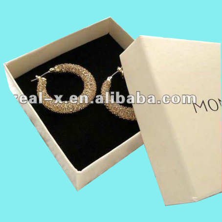 2012 pink plastic earring box and cardboard earring box