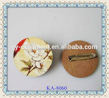 New fashion wooden brooch for human