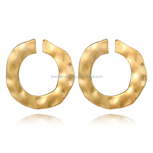 Vintage Gold Punk Twisted Round Stud Earrings for Women Irregular Curved Circle Earring Statement