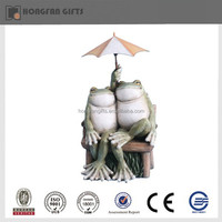 Fashion resin garden frog statue with umbrella