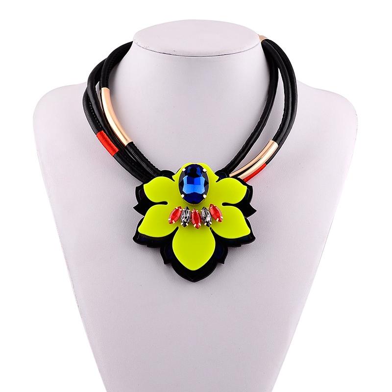 bd445c56be72 Venta caliente de Color brillante collar de diamantes de imitación para  vacaciones amarillo joyería de acrílico