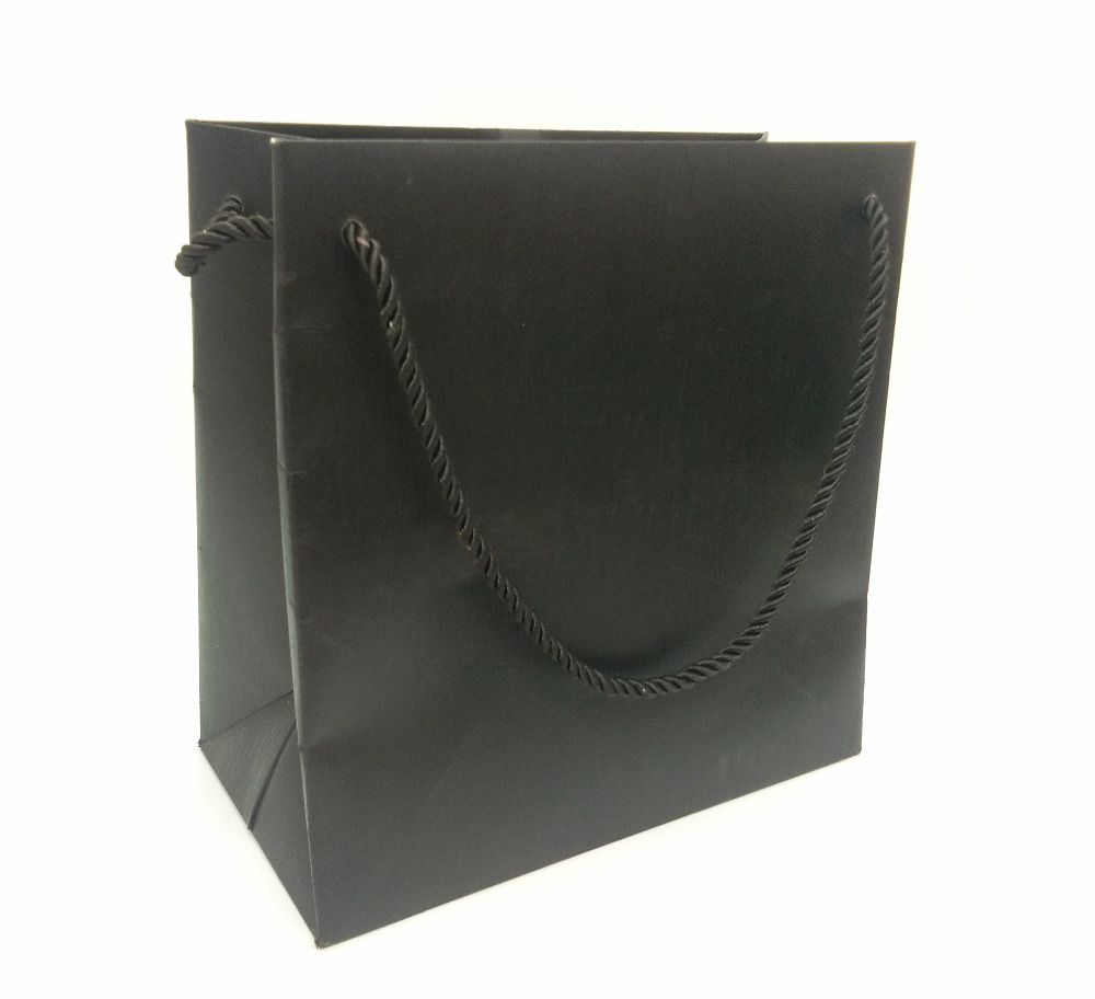 China supply luxury black shopping bag gift paper carrier handle bag for package