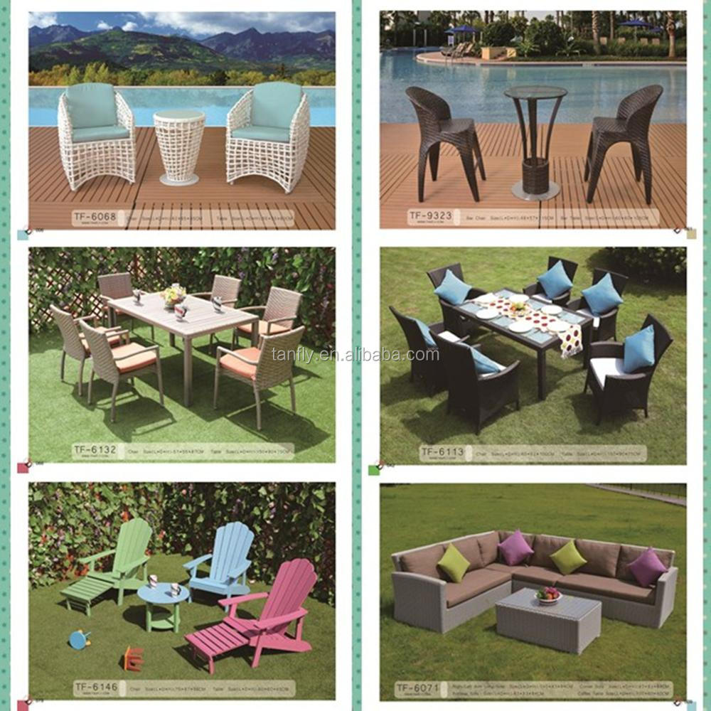Outdoor patio furniture me<em></em>tal f<em></em>rame dining table with wood top.