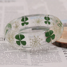 Eco-friendly epoxy resin fashion pressed dried four leaf clover bracelet bangle for women