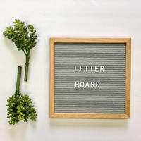 Amazon hot selling solid oak wooden felt letter board 10X10 inch with alphabet letters emoji wall mount on the back and easel