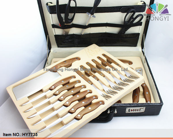 Covered handle kitchen knife set with leather case