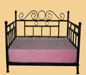 large metal frame dog bed pet bed with spong mattress