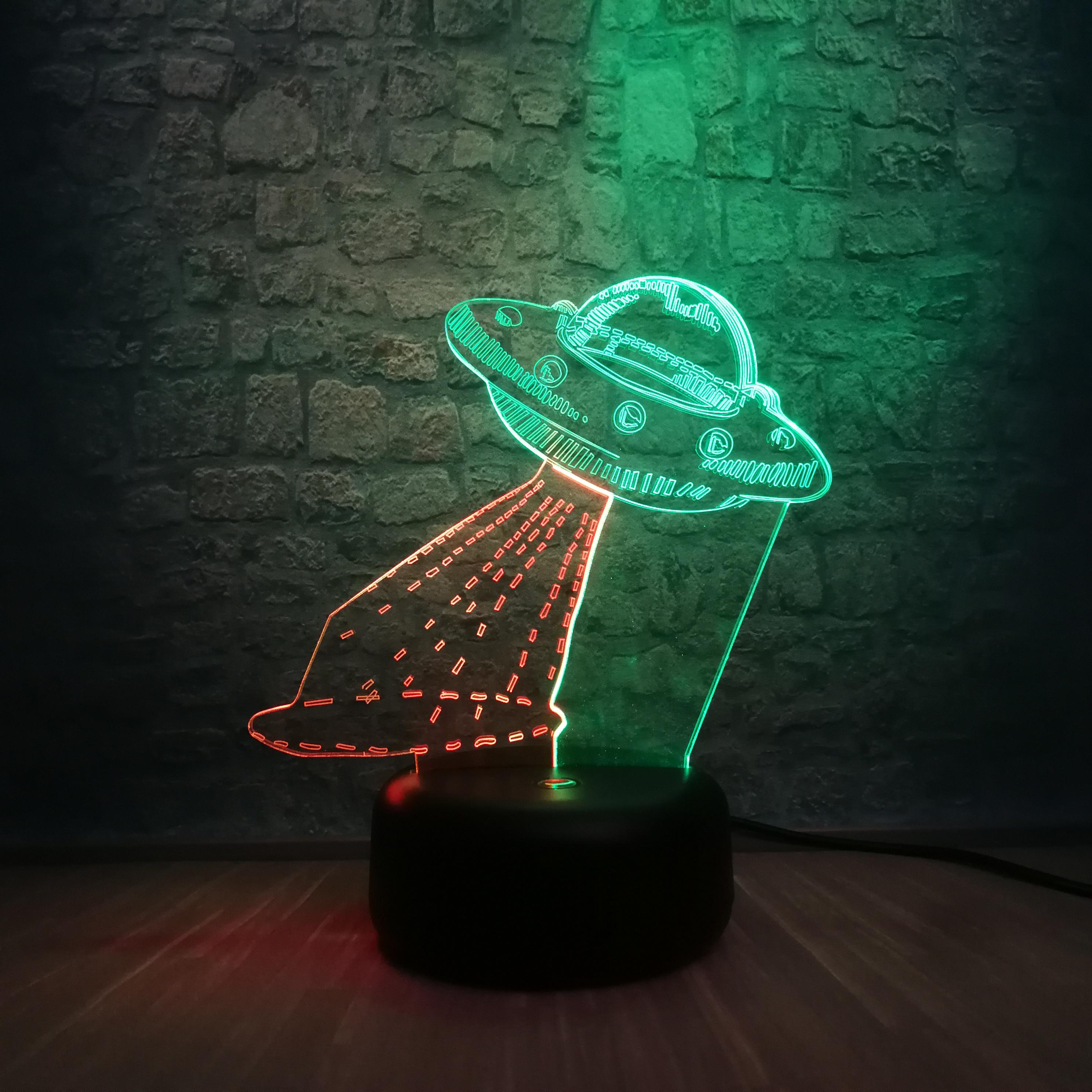 кто-нибудь ответит фото отражение настольной лампы нло три