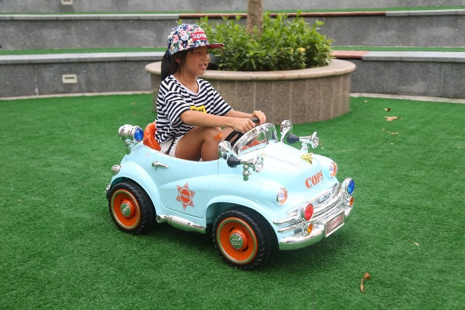 Battery Operated Ride On Toys 6V Classic Car