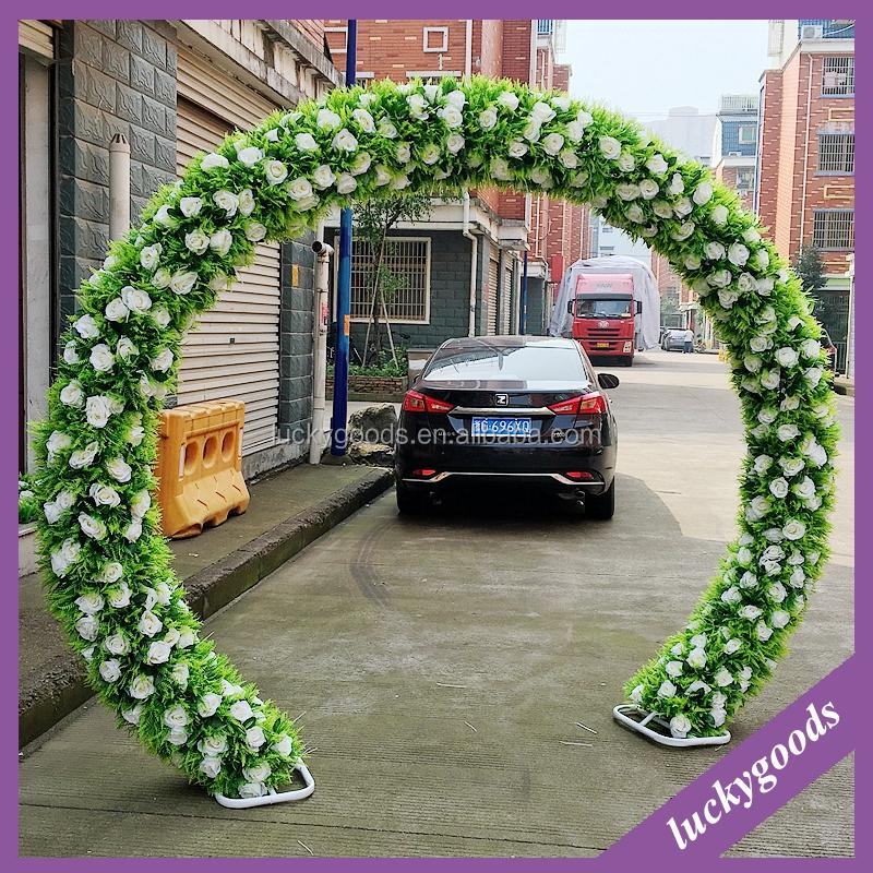 Arcos de flores un toque personal para tu boda la trajer a for Arcos para jardin