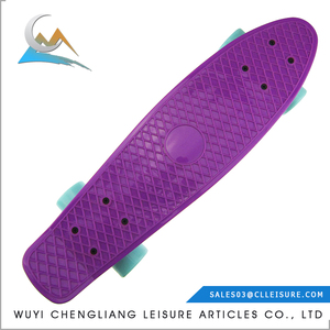 Compact low price China Made MOQ 50pcs/color complete skateboards cheap
