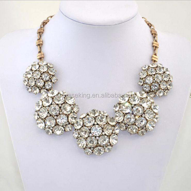 The fashion of the shining diamond necklace