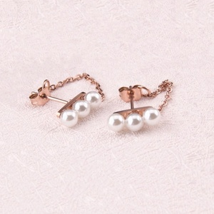 High Quality Stainless Steel Mini Chain with Mini Three Pearl Ladies Cuff Earrings
