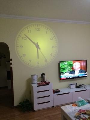 kreative wohnzimmer wanduhr led digital projektionsuhr projektion uhr leucht uhren in aus. Black Bedroom Furniture Sets. Home Design Ideas