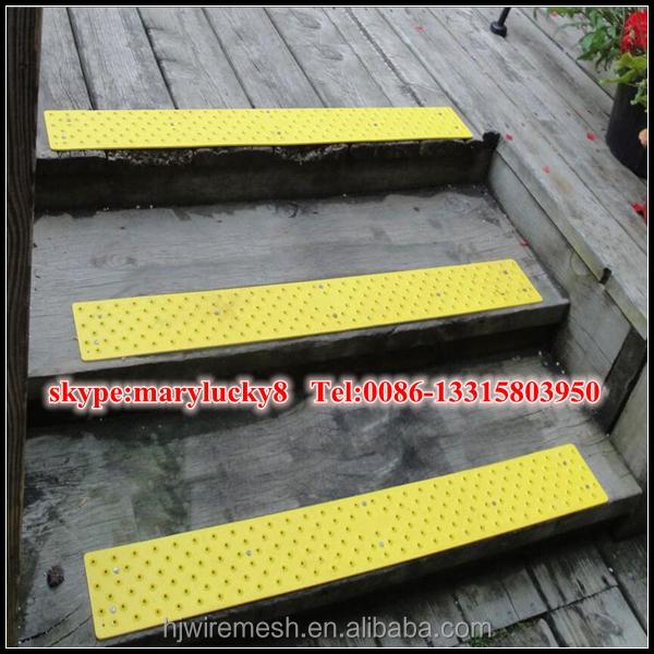 Scala a chiocciola in metallo antiscivolo gradini di scale - Gradini per scale a chiocciola ...