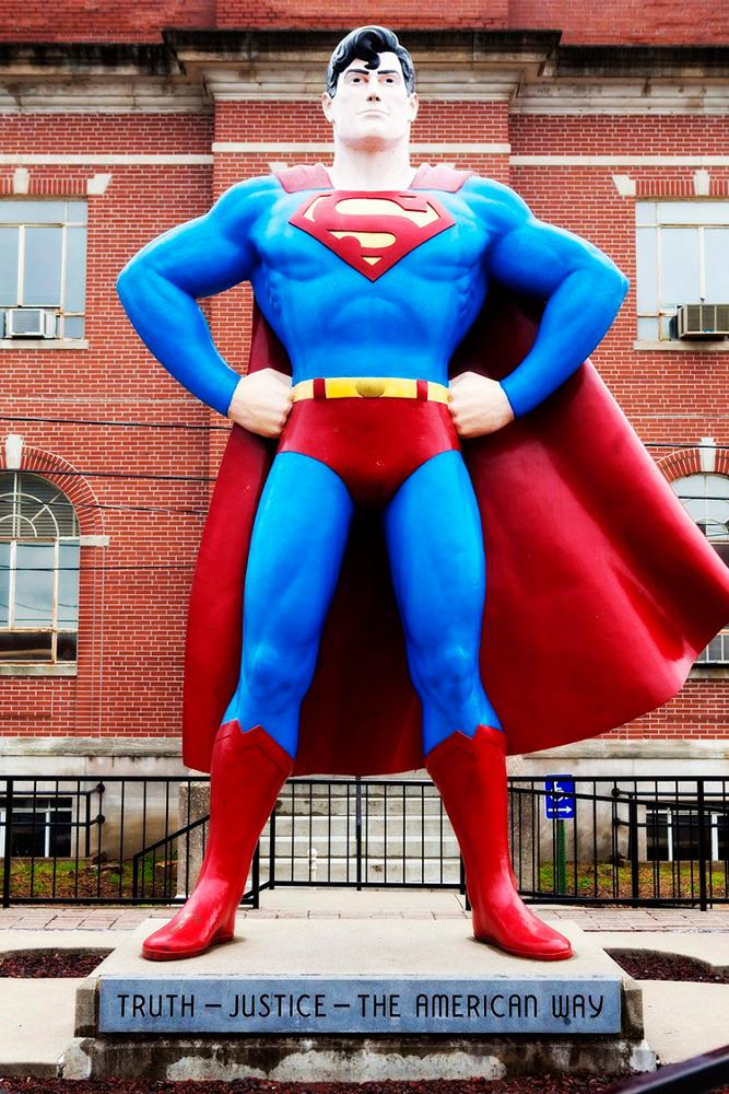 Vincentaa 2019 High Quality Fiberglass Sculpture Resin Life Size Superhero Statue