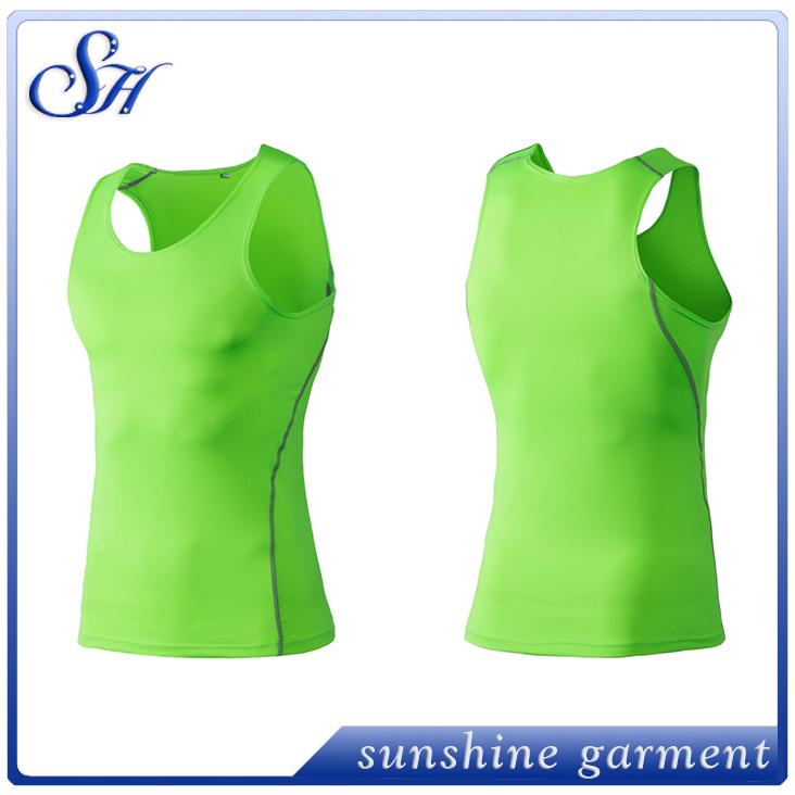 Secado rápido gimnasio ropa fitness hombres compresión sin mangas chaleco y pantalones  cortos traje hombres bodybuilding ab10300fc18d
