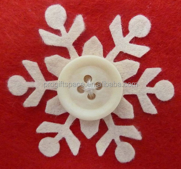 2017 New fashion hot sell handmade crafts cheap wholesale Christmas decorations white felt snowflake embellishments with button