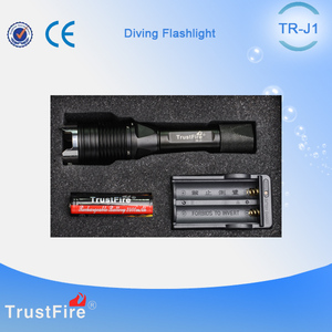 Scuba light TrustFire J1 Led light for diving,underwater torches sport fishing equipment,portable flash light for self defence