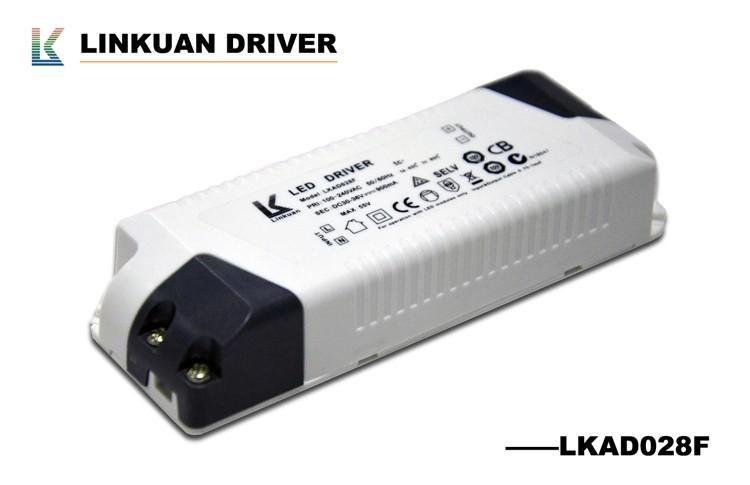 टीयूवी SAA सीबी सीसीसी प्रमाणित बाहरी निरंतर वर्तमान बिजली की आपूर्ति पीएफ> 0.9 एलईडी चालकों के साथ 700ma 8-12x5w सबसे एलईडी के लिए इस्तेमाल किया उत्पादों