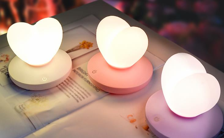 Wholesale Stock Small Order LED Silicone Bedroom Lamp Love Shape Touch Remote Control Night Light