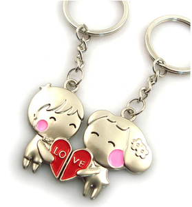 custom wedding day Couple love keychains boy and girl kissing metal keychain Valentine's day gifts metal keychain for couples