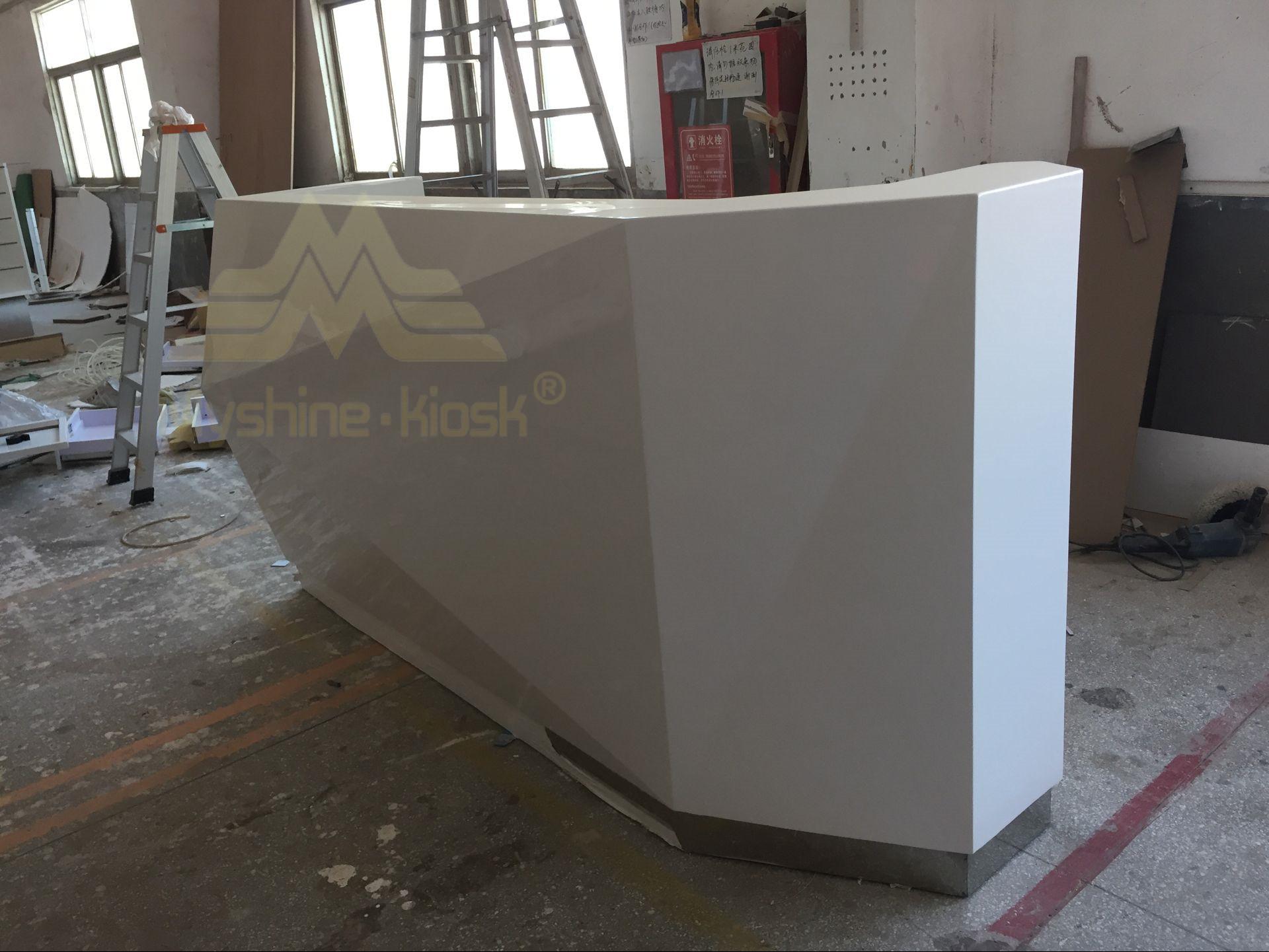 Haut de gamme en marbre blanc brillant moderne bureau réception