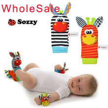 Vtipné ponožky a hračka ako náramok pre bábätko z Aliexpress
