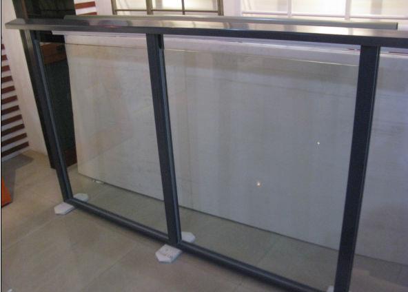 Barandilla de vidrio de aluminio para terraza jard n - Barandilla de aluminio ...