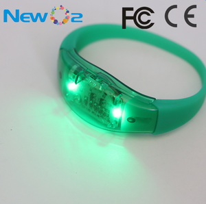 Wholesale battery operate sound sensor flashing LED night party silicone wristband