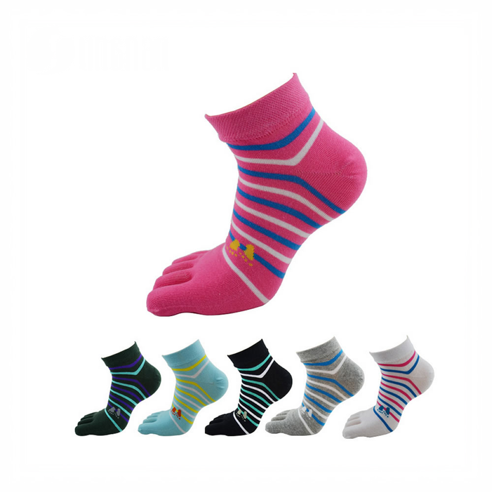 Acrylic five toes knitted socks of good quality